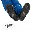 Male foots and skull — Stock Photo #1797927