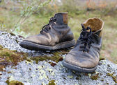 Vecchio strappato stivali — Foto Stock