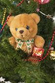 Oso de peluche en el banch de cristmas — Foto de Stock