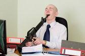 Contador atirou no escritório em um ambiente de trabalho — Foto Stock