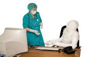 The bandaged boss and nurse — Stock Photo