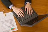 бизнес-планирование на ноутбуке — Стоковое фото