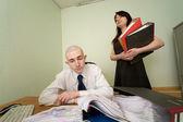Guarda-livros e secretário em um local de trabalho — Foto Stock