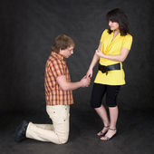 Man is kneeling to woman, being sorry — Stock Photo