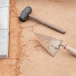 Foto Stock: Tools of mason on sand