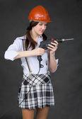Mädchen im Helm stehen — Stockfoto