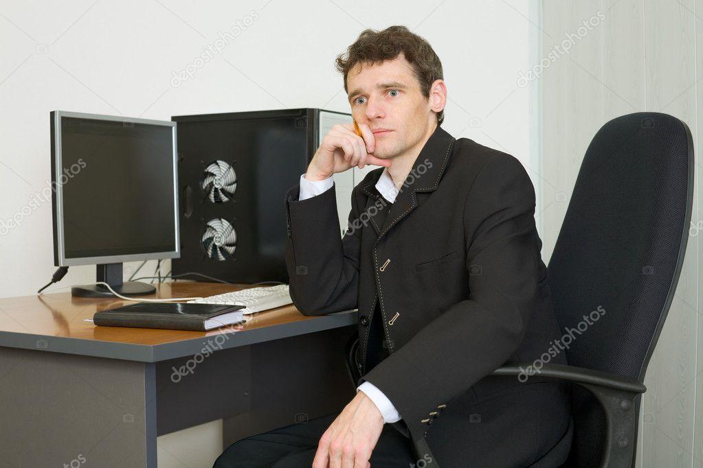 парни фото в офисе