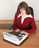 Young woman works with typewriter — Stock Photo