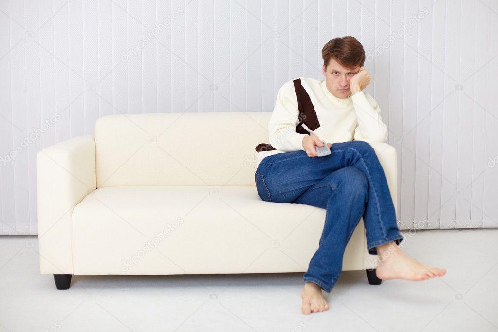 Трахнул девочек на диване 14 фотография