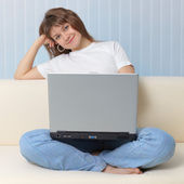 Girl with laptop has rest sittin — Stock Photo