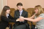 φιλική ομάδα επιχειρηματιών χαρούμενα — Φωτογραφία Αρχείου