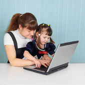 Mom teaches daughter to use computer — Stock Photo