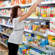 Young woman in the supermarket choose fo — Stock Photo