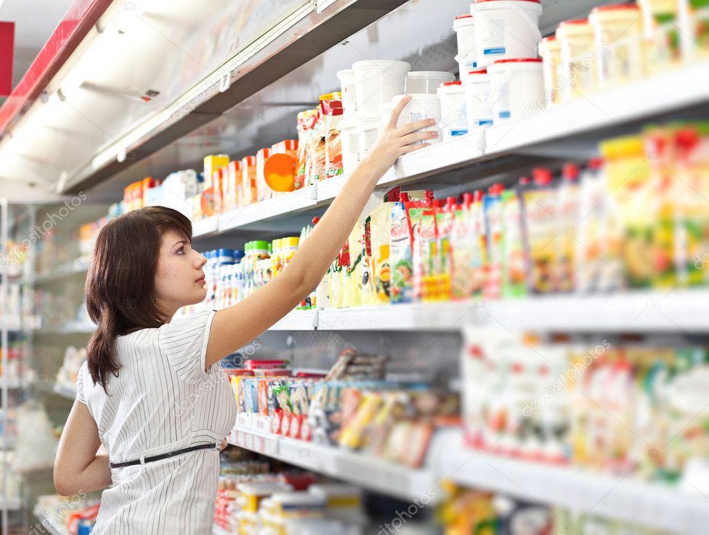 фото женщина в супермаркете