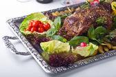 Il piede di montone al forno con verdure — Foto Stock