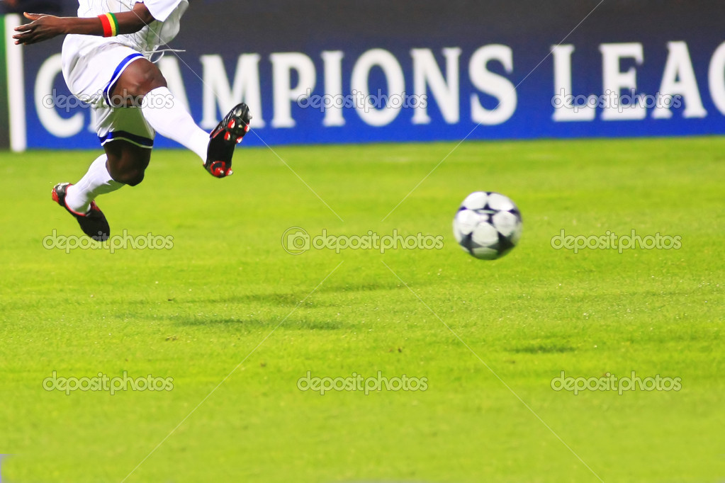 Flying soccer player during the soccer match — Stock Photo #1025923