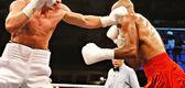 Dos boxeadores durante la pelea de boxeo — Foto de Stock