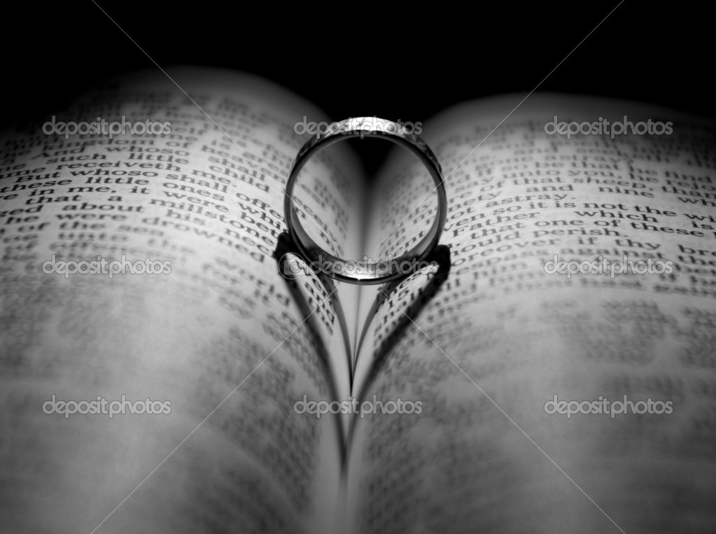 Wedding Ring and heart shaped shadow over a Bible — Stock Photo #1628213