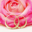 Rings and rose — Stock fotografie