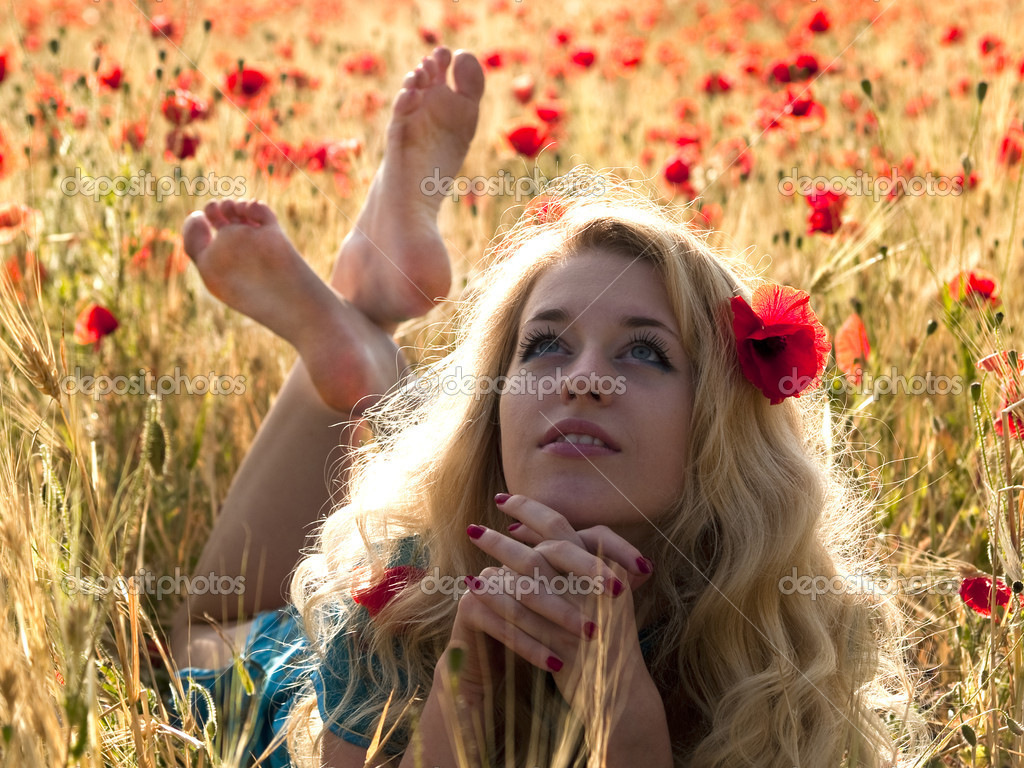 Beautiful Barefoot blonde lady laying in poppy field — Stock Photo #1007494