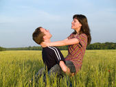 Teen Couple Embrasing in Field — Stock Photo