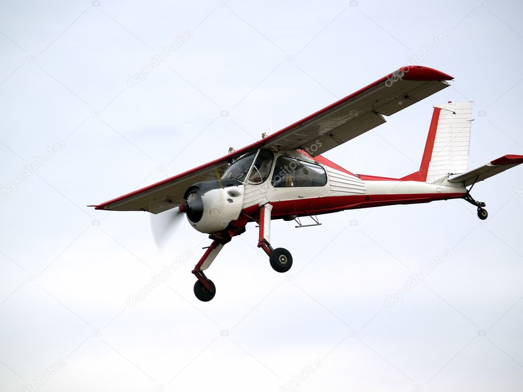 Small glider puller plane on final approach — Stock Photo #1078015
