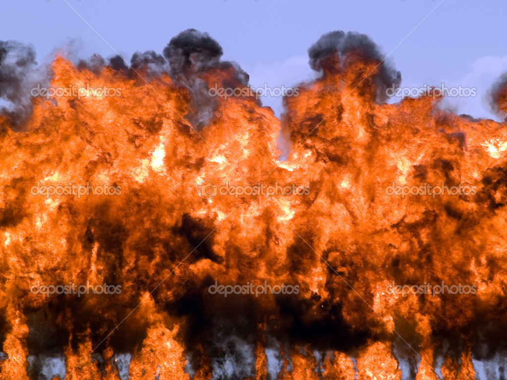 Explosion fire and smoke rizing high on sky — Stock Photo #1078315