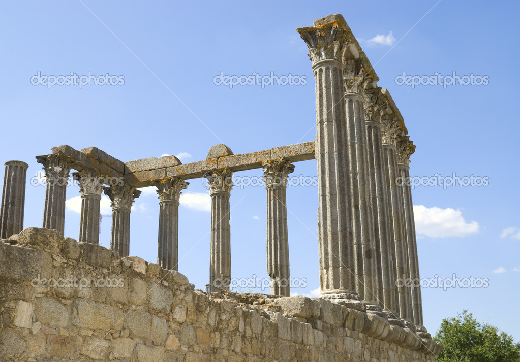 Roman temple in the town of Evora, Portugal, also known as the temple of Diana — Stock Photo #1009261