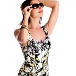 Young woman wearing the big modern sungl — Stock Photo