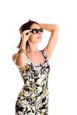 Młoda kobieta sobie duży nowoczesne sungl — Zdjęcie stockowe