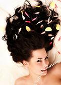 Portret młodego piękne brunetki — Zdjęcie stockowe
