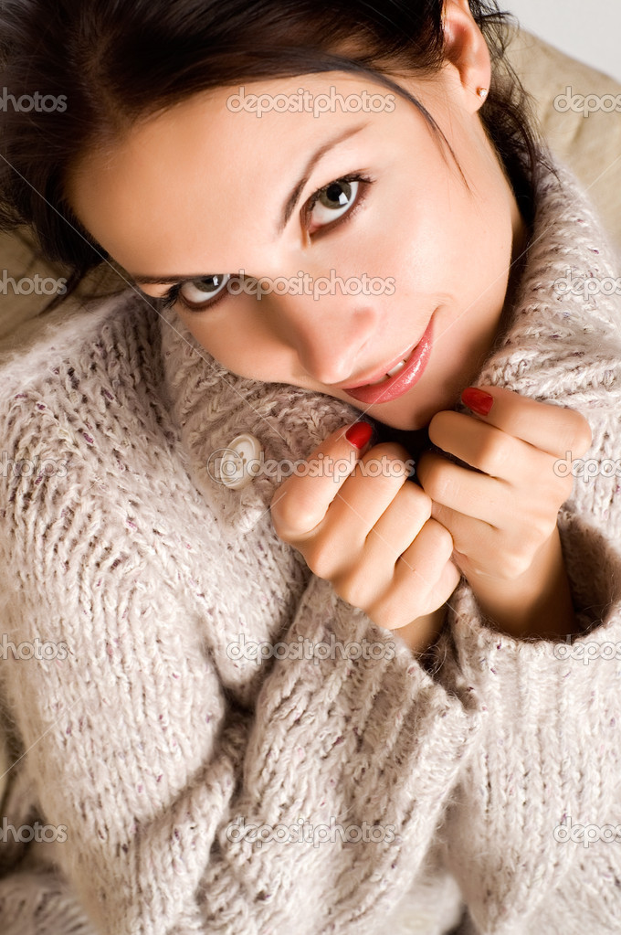 Beautiful young brunette with a charming smile — Stock Photo #1014651