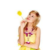 Mooie jonge vrouw denken — Stockfoto