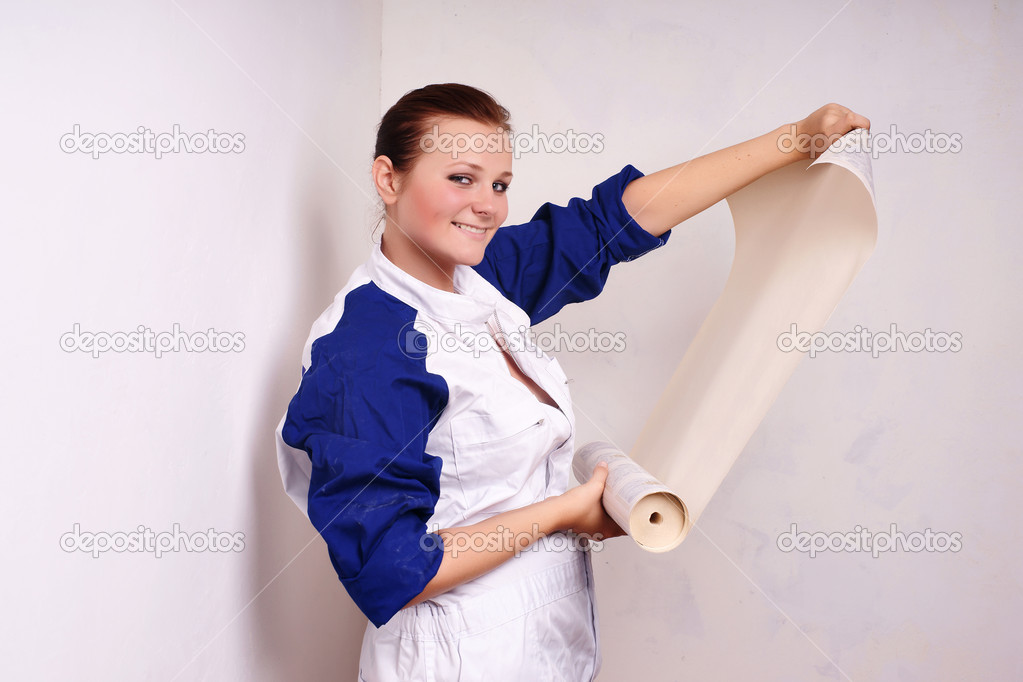 Young woman tries on wall-papers to wall  — Stock Photo #1021607