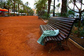 Forgotten towel on a bench — Foto de Stock