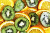 Slices of orange and kiwi — Stock Photo