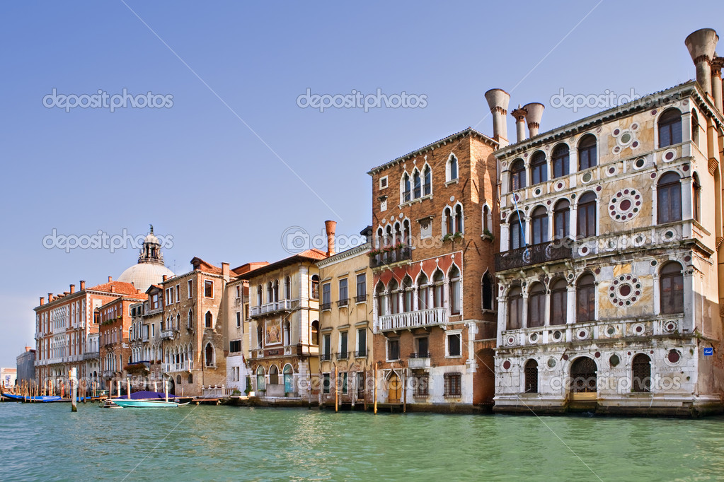 View of the famous buildings of grand canal in venice, italy — Stock Photo #2021533