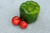 Huge Green Pepper And Red Apples — Stock Photo