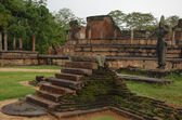 Ruins of Dalada-Maluwa in Polonnaruwa, S — Stock Photo