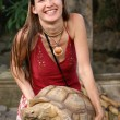 Girl and turtle — Stock Photo