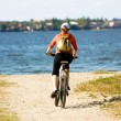 Woman riding bicycle — Stockfoto