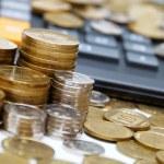 Coins & calculator — Stock Photo