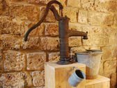 Old water pump — Stockfoto