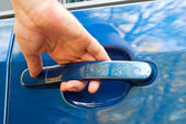 Hand opening car door — Stock Photo