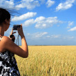 Girl photographes the nature — Stock Photo #1034786