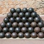 Cannon balls — Stock Photo #1094316