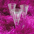 The glasses in the tinsel — Stockfoto