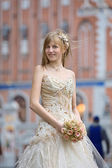 Bride with cream-colour rose bouquet — Stock Photo
