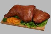 Uzené kuře na dřevěné desce 2 — Stock fotografie
