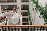 Bride in gallery — Stockfoto